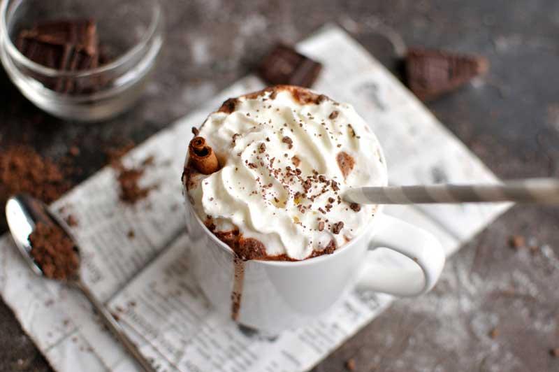 ช็อกโกแลตร้อนเนยถั่ว (Peanut Butter Hot Chocolate)