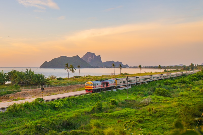 นั่งรถไฟเที่ยวทะเล