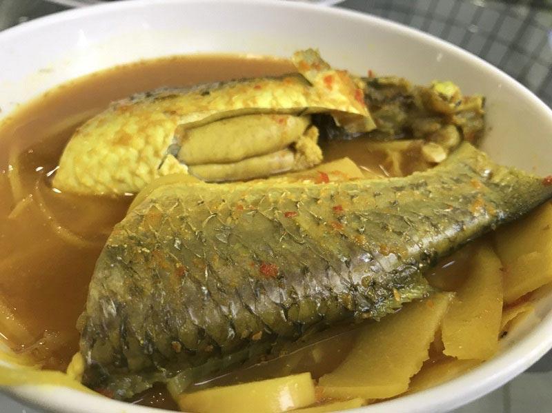 แกงเหลืองหน่อไม้ดองใส่ปลา