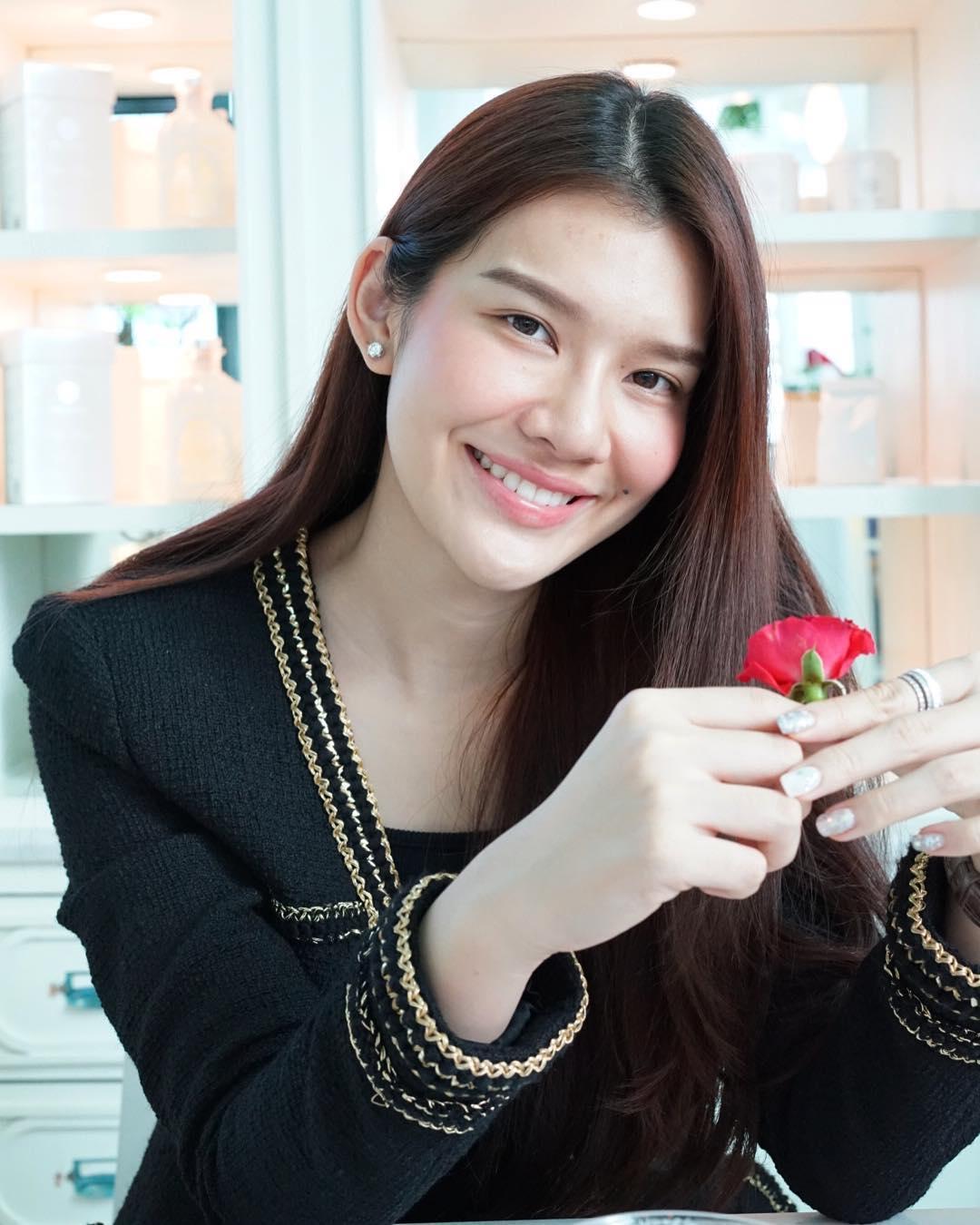 ส่องความสวย จุ๊บจิ๊บ ธนพร นางสาวไทยปี 59 คู่หมั้น ร.อ. ธรรมนัส พรหมเผ่า
