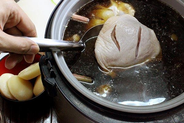 ไก่ต้มน้ำปลา