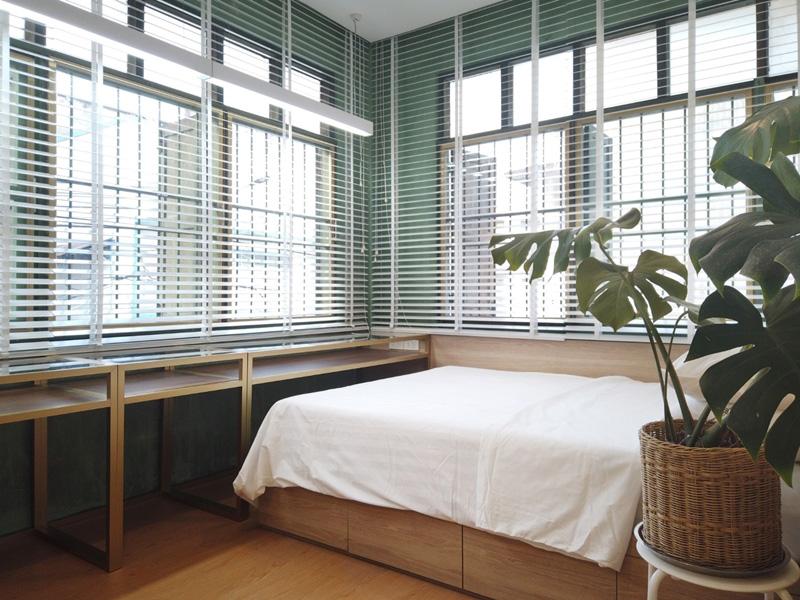 หน้าต่างห้องนอน
