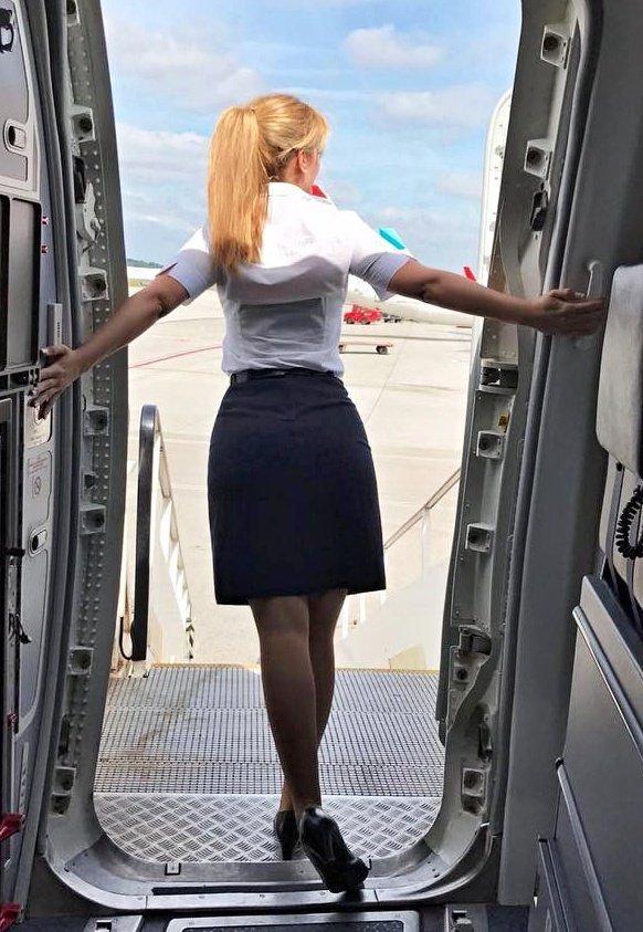 อัลบั้มภาพ ส่องแอร์โฮสเตสจากสายการบินทั่วโลก ที่ถูกแชร์บน