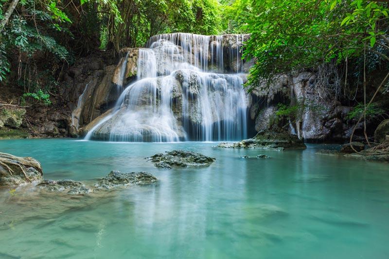 น้ำตกสีฟ้าเขียวมรกตทั่วไทย น้ำใสเย็นฉ่ำ น่าเที่ยวช่วงหน้าฝน 1