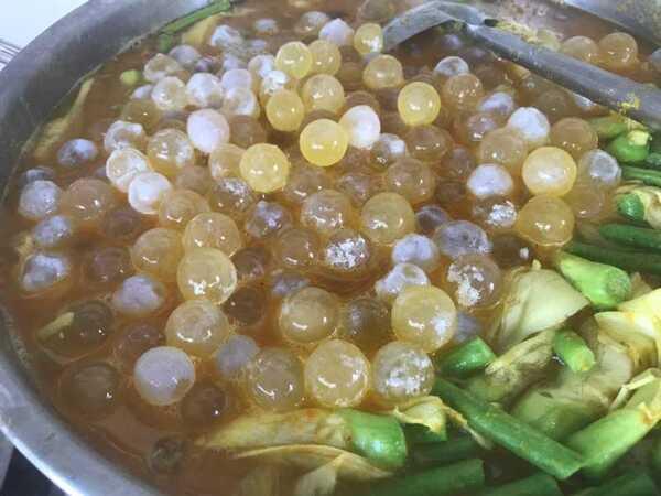 แกงเหลืองไข่ปลาริวกิวผักรวม